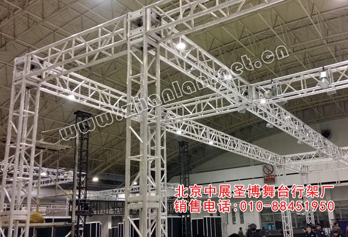 铝合金桁架展位特装搭建案例,立柱采用300mmx300mm,横梁采用300mmx400