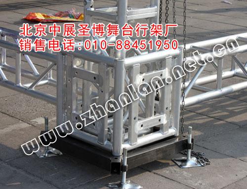 安装铝合金桁架,第一步